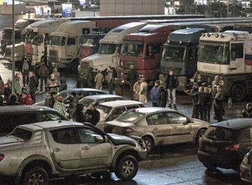 ГИБДД не пускает грузовики на стоянку в Химках
