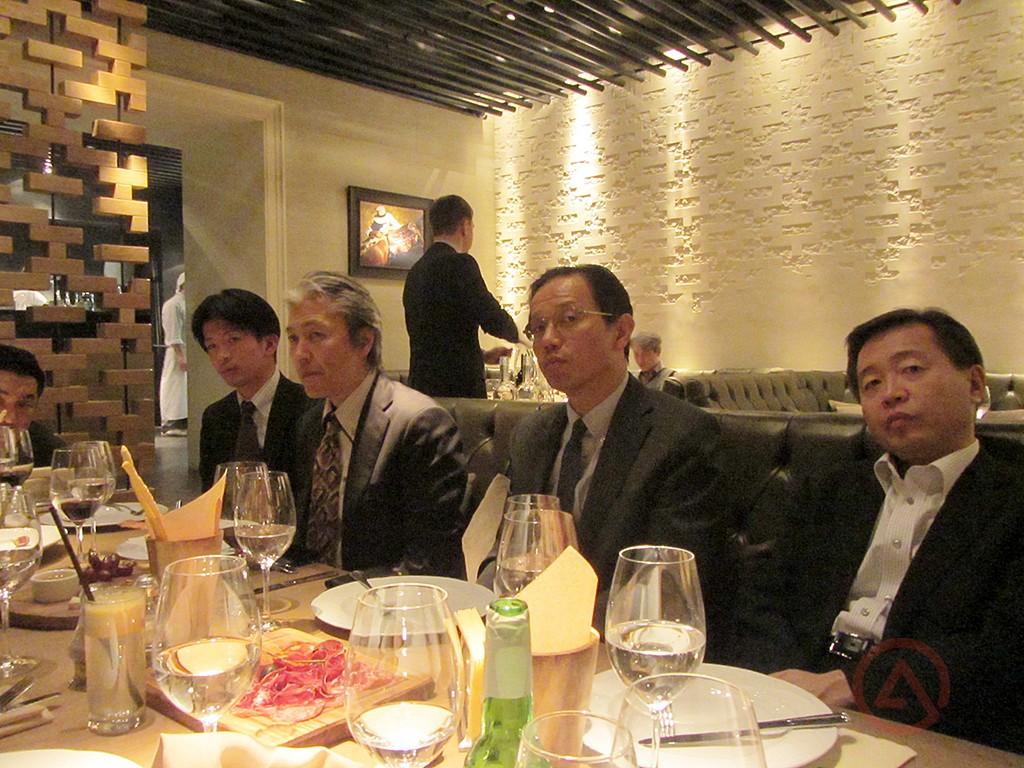 Группа инженеров Дивизиона внедорожников Mitsubishi на секретной встрече в Москве