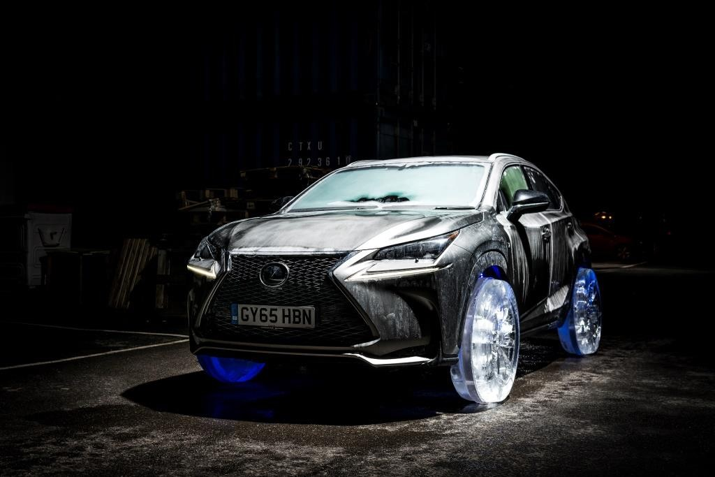 Lexus NX на ледяных колесах