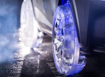 Lexus с колесами изо льда