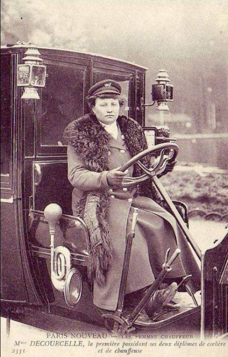 Первая женщина-водитель такси