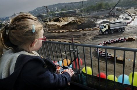 Volvo + дистанционное управление + ребенок 4-х лет = Хаос!