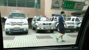 Машины полиции около участка