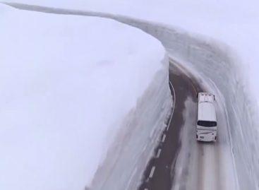 Дорога в снегах