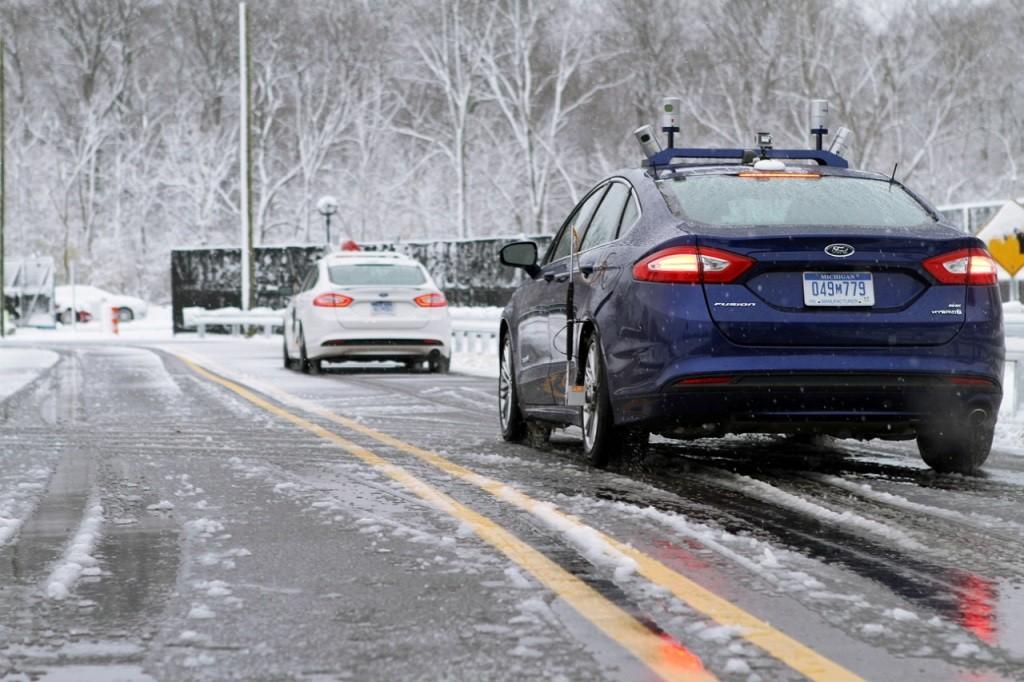 Форд учит ездить свои беспилотные автомобили взимних условиях