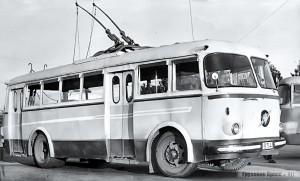«Чёллима 9.11» выпускали с 1961 по 1969 г. Габаритные размеры по кузову – 9500х2500х2890 мм. Тяговый электродвигатель мощностью 60 кВт позволял разогнать его до 45 км/ч