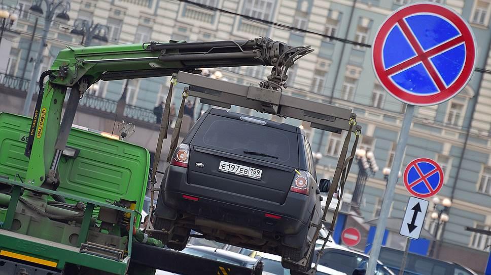 Эвакуация автомобилей. Фото Коммерсантъ