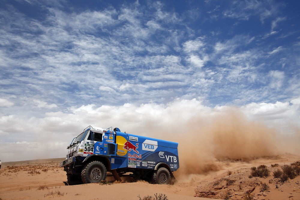 Мардеев поднялся на второе место взачете фургонов после 10-го этапа «Дакара»