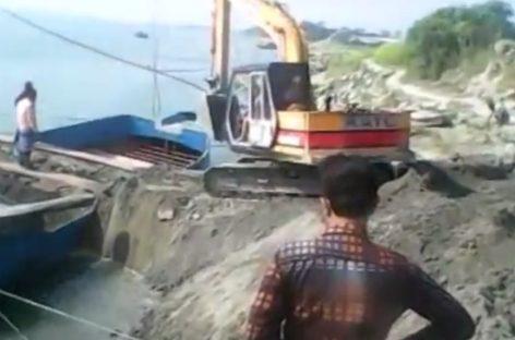 Погрузить экскаватор на лодку