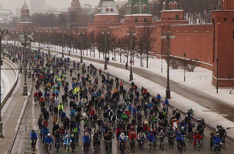 В Москве стартовал первый зимний велопарад