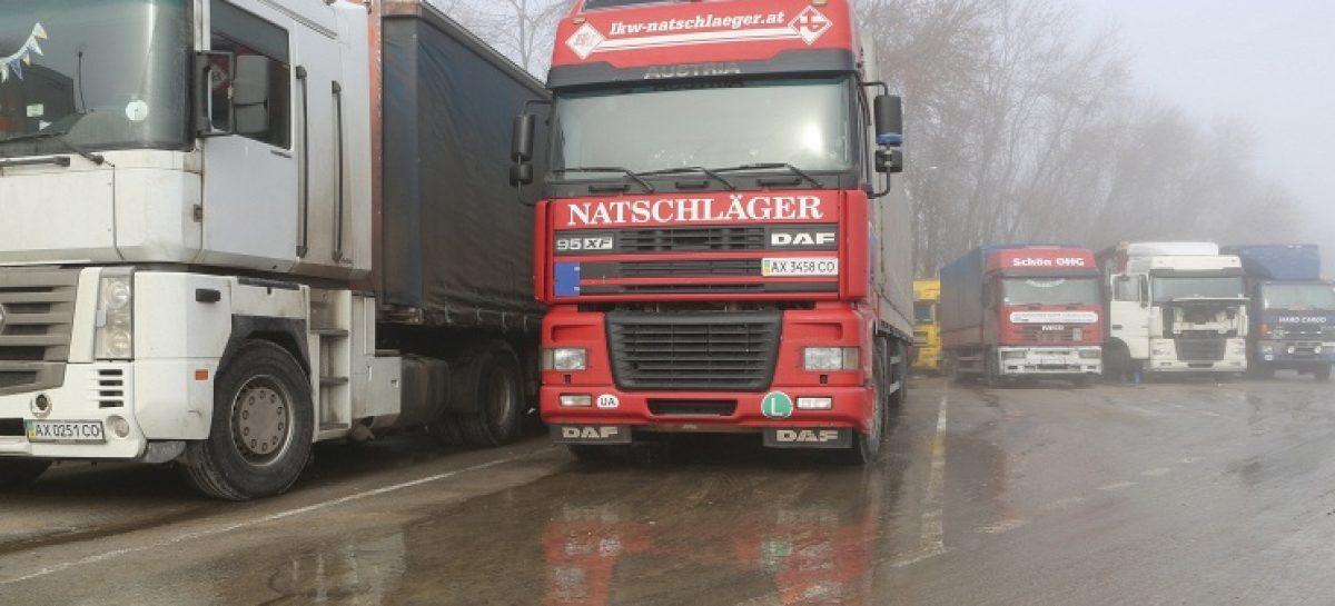 Украина официально запретила транзит российских грузовиков