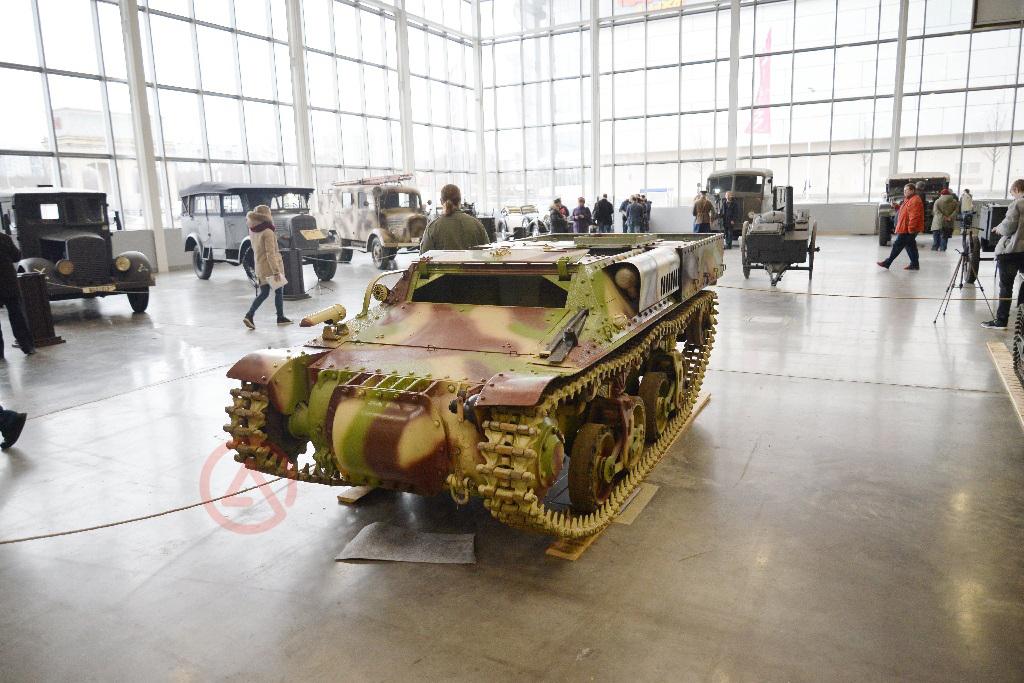 Гусеничный транспортер обеспечения Lorraine 37L. Моторы войны