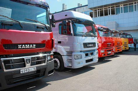 Рынок грузовых автомобилей упал почти в два раза