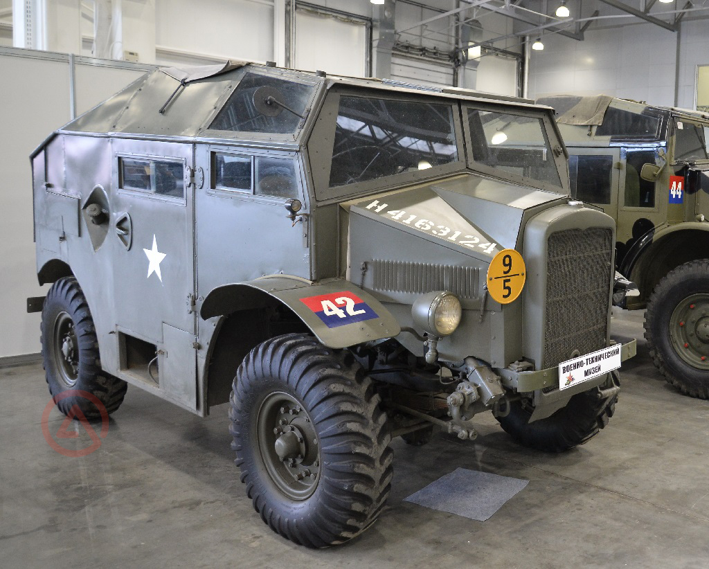 Morris Commercial C8. Моторы войны