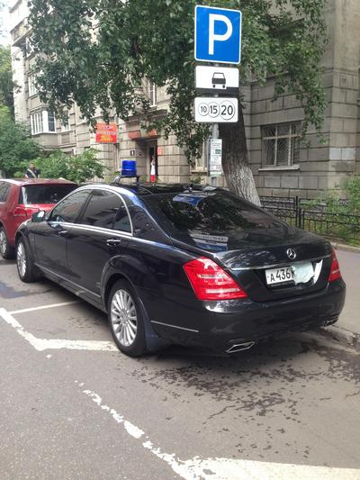 Паркуются ведомственные автомобили