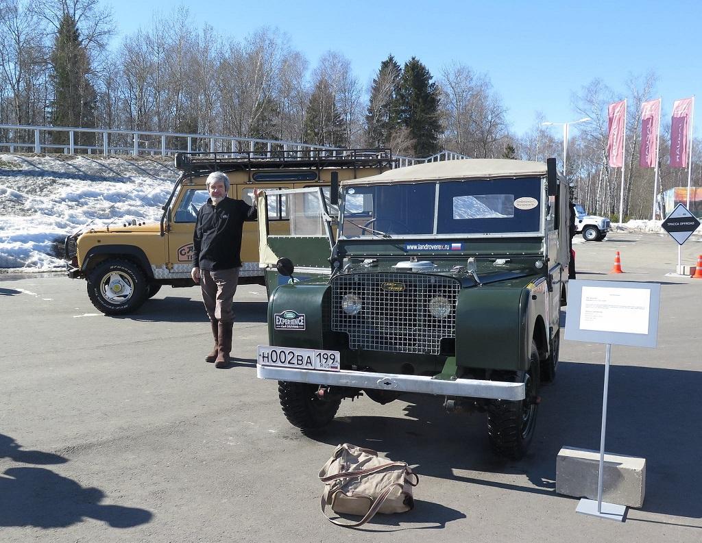Руководитель российской команды Camel Trophy Сергей Трофименко и легендарный Land Rover