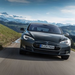 Tesla оснастит автомобили новой системой безопасности и музыкой Баха