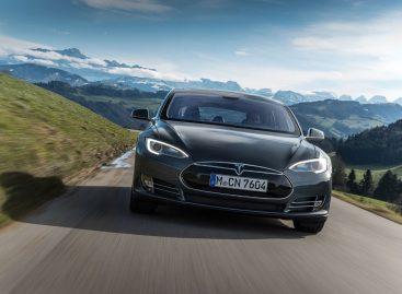 В США отзывают все электрокары Tesla Model S и суперкары Ferrari