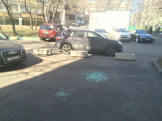Вандалы разбили стекла машин