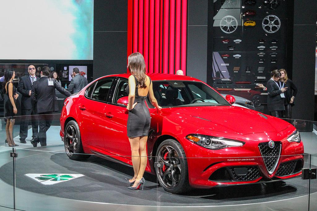 Стенд Alfa Romeo. Автосалон в Нью-Йорке