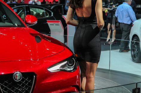 Нью-Йорк: автомобили и девушки