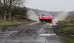 Ferrari бегает по лужам