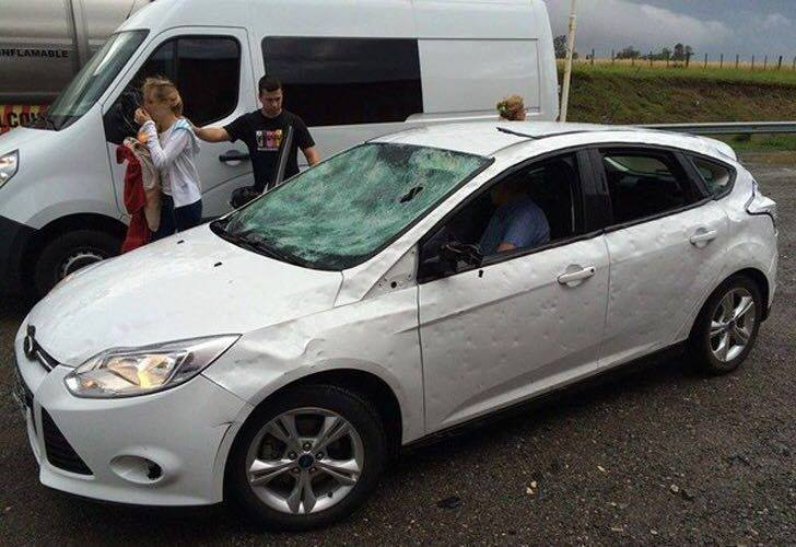 Град повредил автомобили