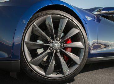 Tesla обвиняет Bosch