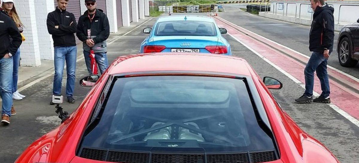 Audi R8 зацепила