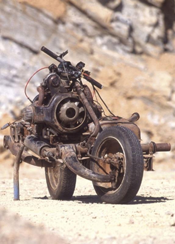Эмиль Лере на самодельном мотоцикле