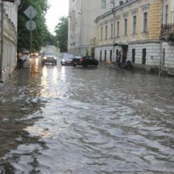 Хохловский переулок после сильного дождя