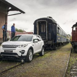 Land Rover Discovery Sport тащит 100-тонный поезд