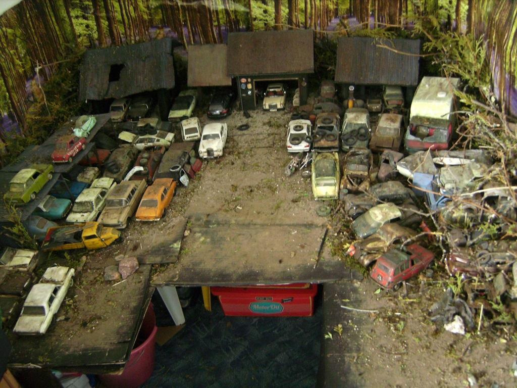 Макет автомобильного кладбища