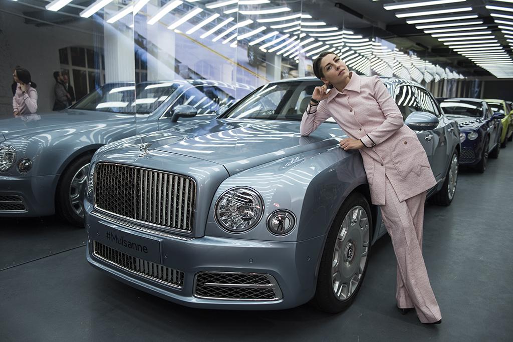 Журналисты на выставке Bentley