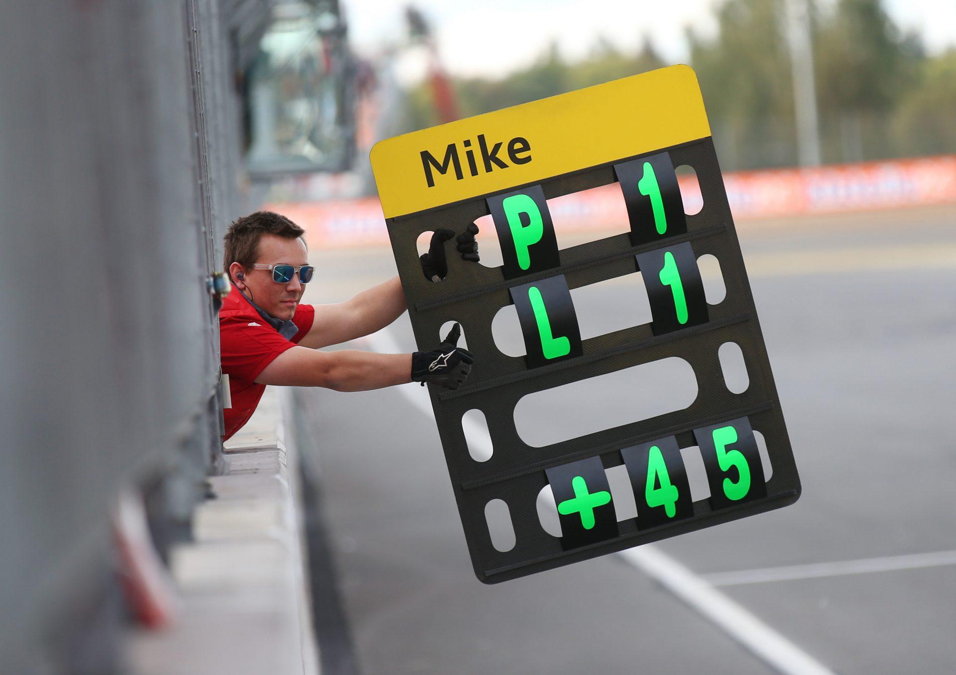 Pit board Mike Rockenfeller