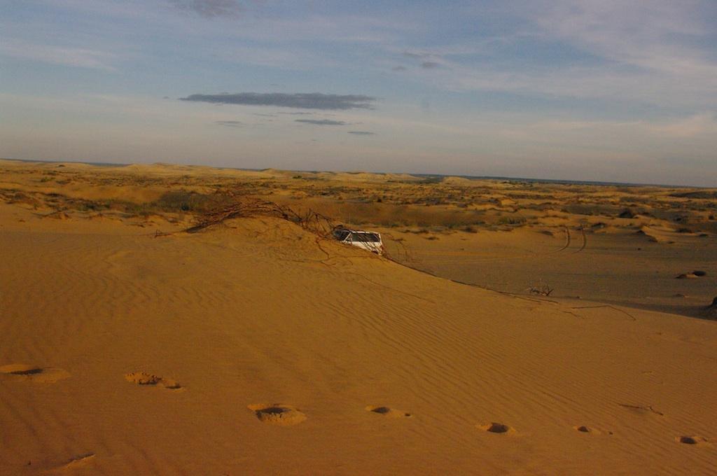Не все дороги Казахстана такие, но и таких при желании - в достатке