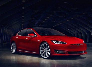 Tesla выпустила самую быструю машину в мире