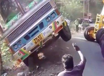 Безумный экскаватор. Аварии и крушения грузовиков