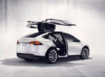 Автопилот Tesla Model X спас жизнь водителю