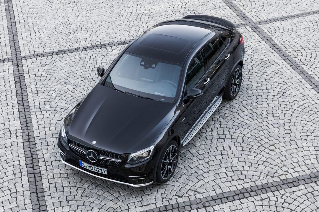 AMG GLC 43 4MATIC Coupé; Outdoor; 2016 Exterieur: Obsidianschwarz Kraftstoffverbrauch kombiniert: 8,4 l/100 km, CO2-Emissionen kombiniert: 192 g/km exterior: obsidian black Fuel consumption, combined: 8.4 l/100 km, CO2 emissions, combined: 192 g/km