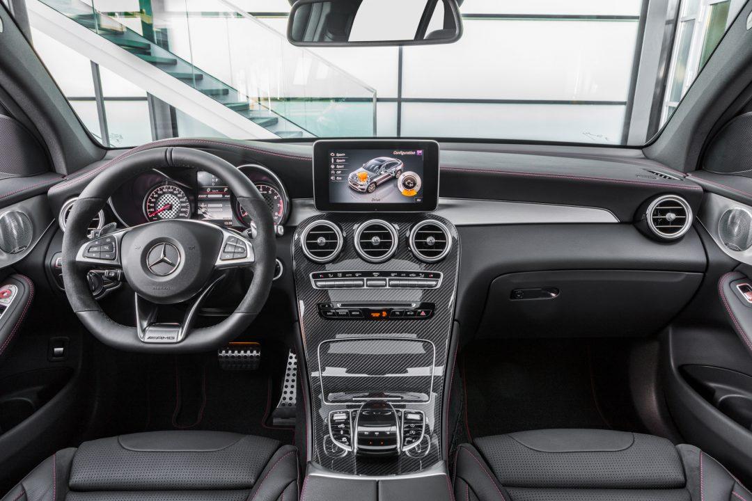 AMG GLC 43 4MATIC Coupé; Outdoor; 2016 Interieur: Leder Schwarz, AMG Zierelemente Carbon Kraftstoffverbrauch kombiniert: 8,4 l/100 km, CO2-Emissionen kombiniert: 192 g/km interior: leather black, AMG carbon-fibre trim parts Fuel consumption, combined: 8.4 l/100 km, CO2 emissions, combined: 192 g/km