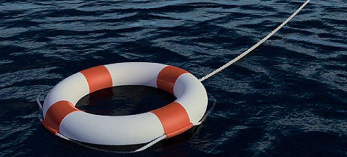 Так хочется к морю: Lada Priora нырнула в Керченский пролив с парома