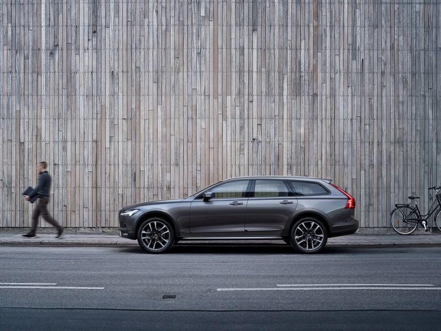 New Volvo V90 Cross Country