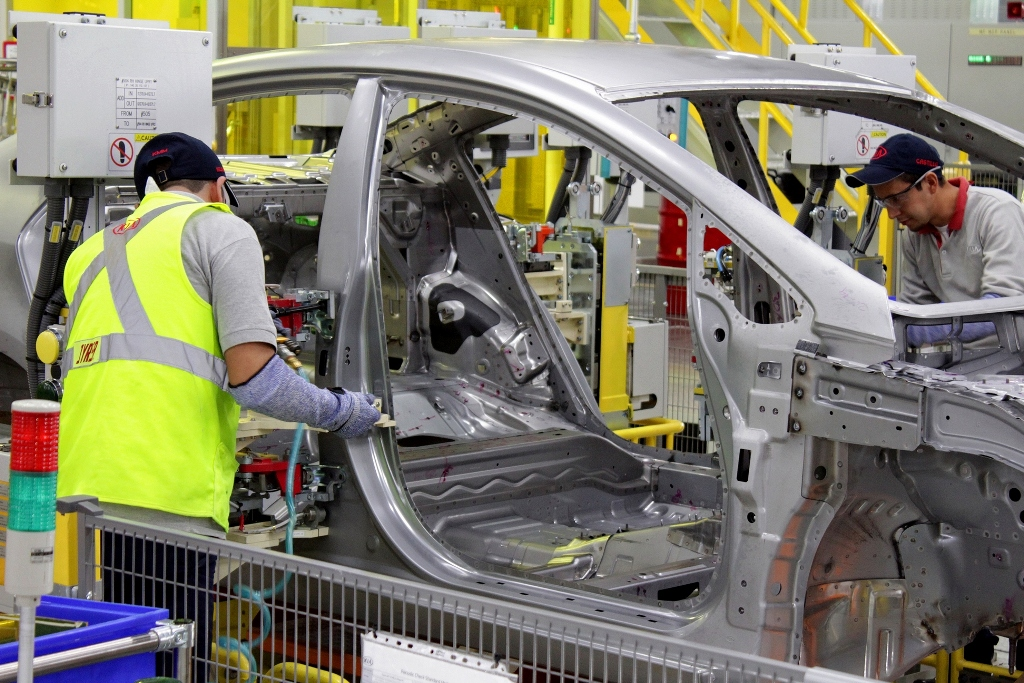 kia-motors-mexico_assembly-line-workers