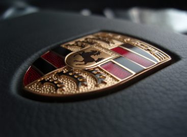 Porsche собрала свои электрокары в одном видео