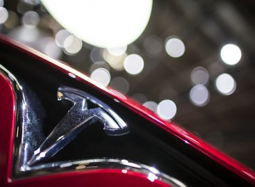 Автопилот Tesla спас водителя, предсказав аварию впереди