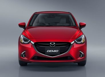 Mazda обновила хэтчбек Mazda2 и кроссовер CX-3