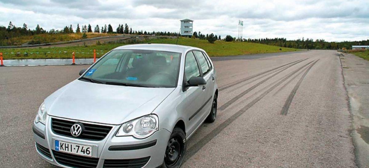 У какого авто самый короткий тормозной путь?