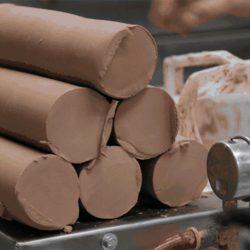 9 тонн глины