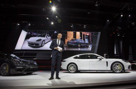Porsche представил Panamera 4 E-Hybrid и гоночный 911 GT3 Cup